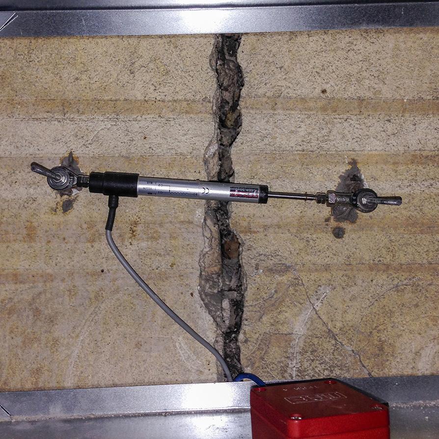 Potenziometro digitale per la misura dell'evoluzione della fessura