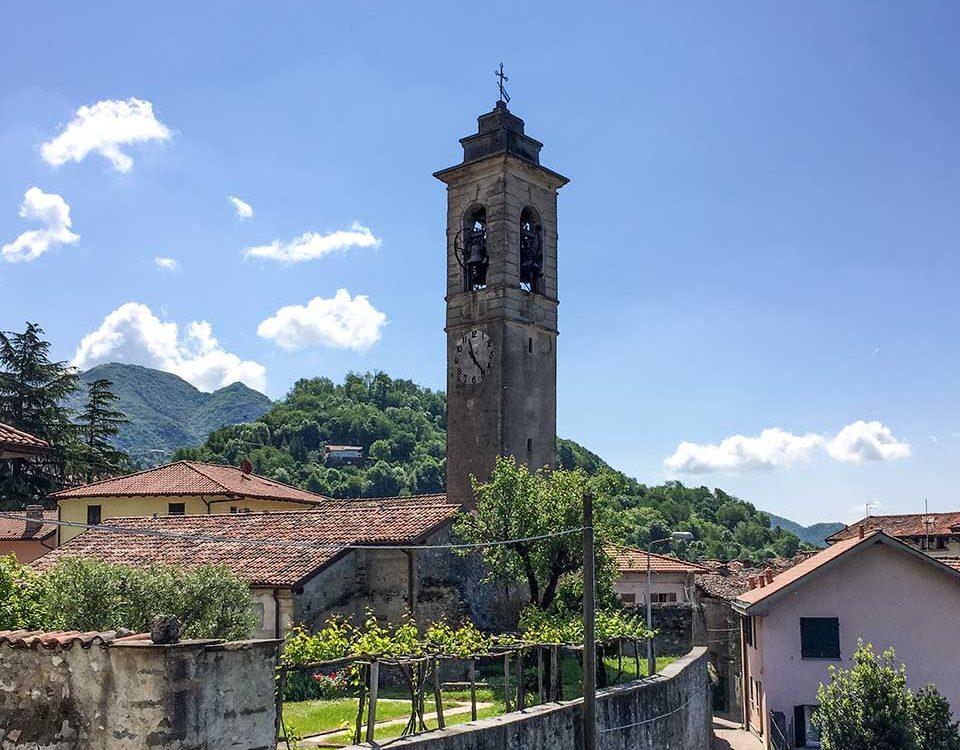 Vista della torre campanaria della Chiesa della Frazione di Rossino – Calolziocorte (LC)