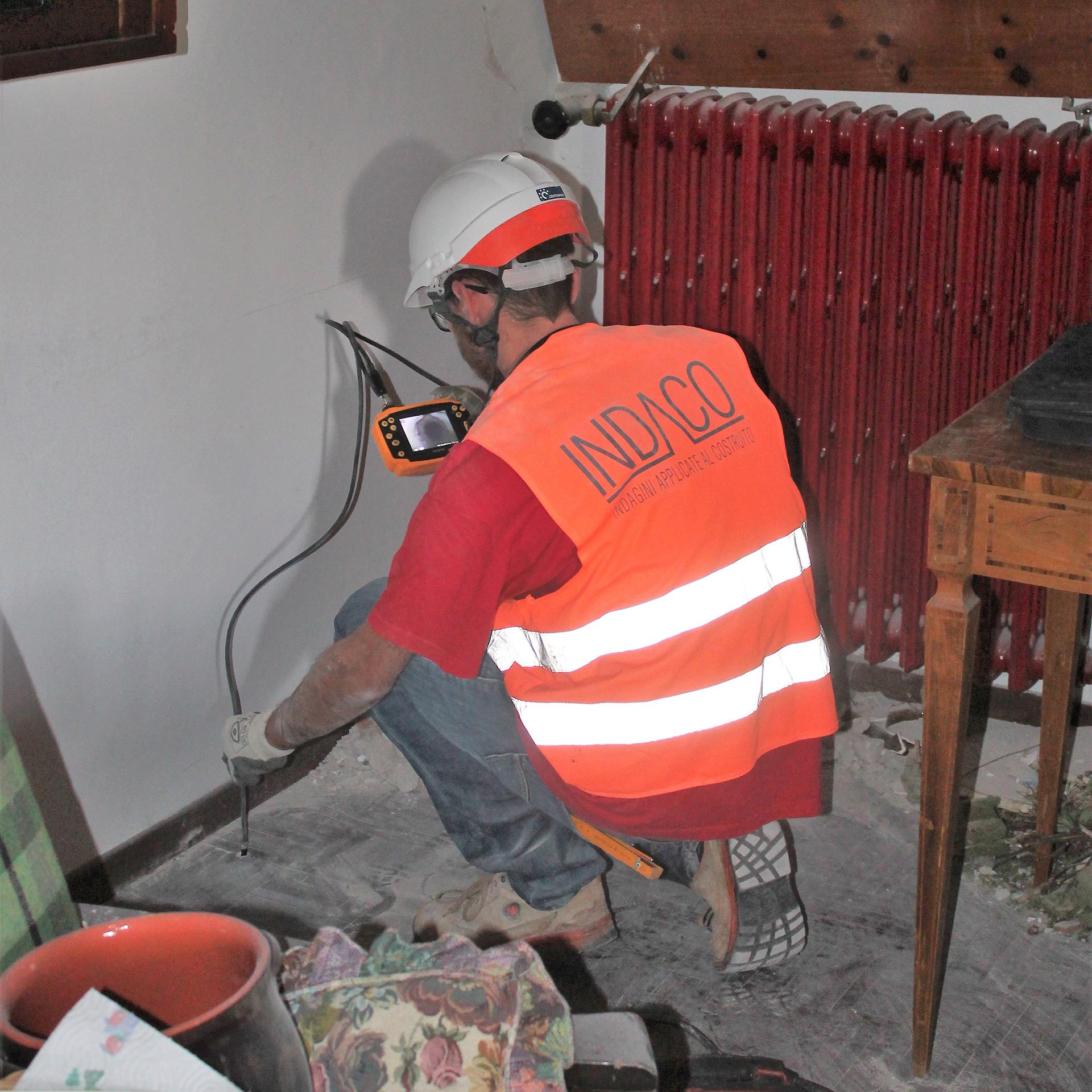 Prova con endoscopio sul solaio - Forca Canapine, Norcia (PG)